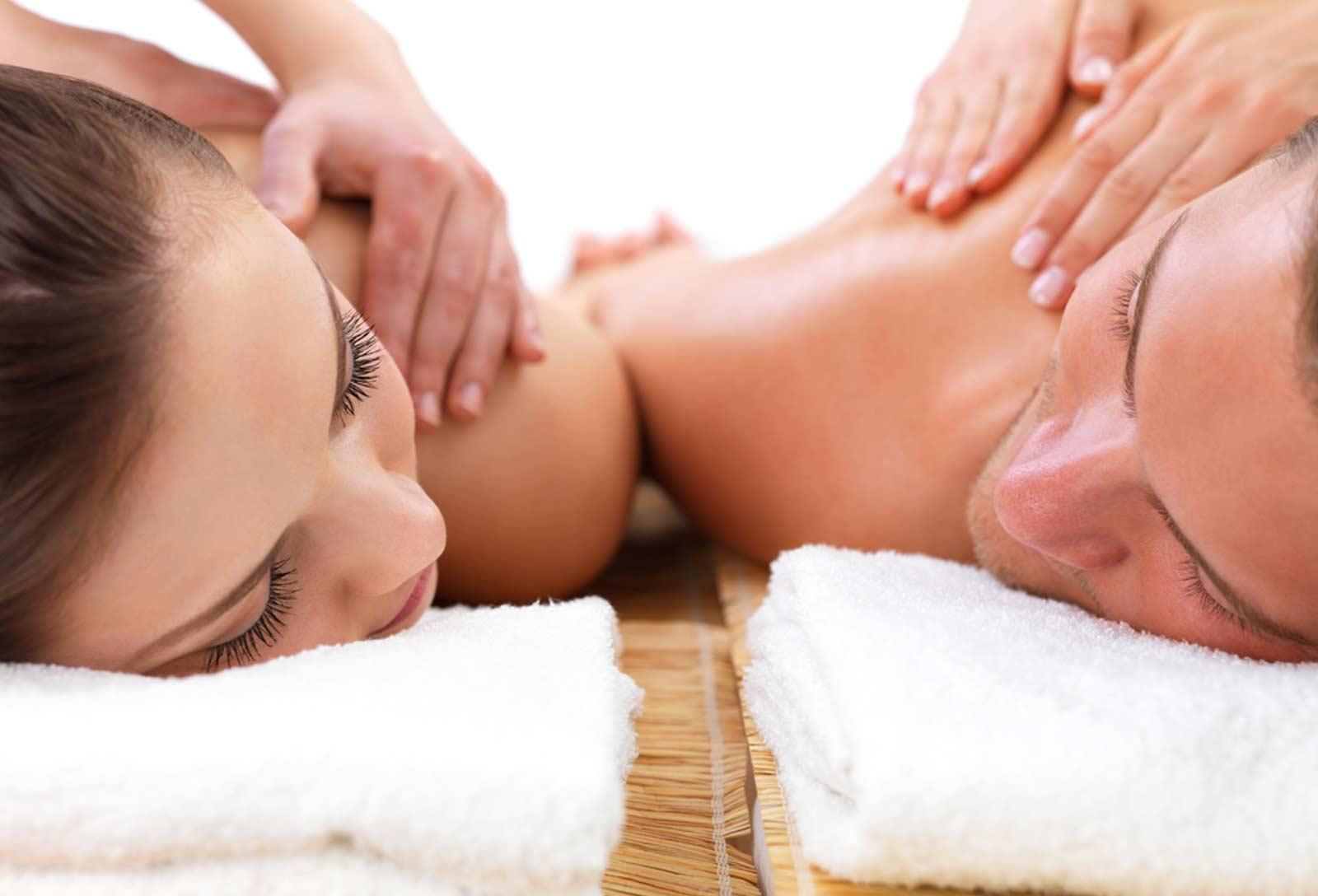 Un massage polynésien en amoureux