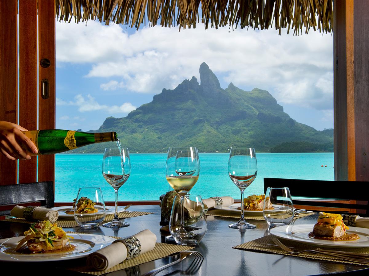 Un restaurant vue mer