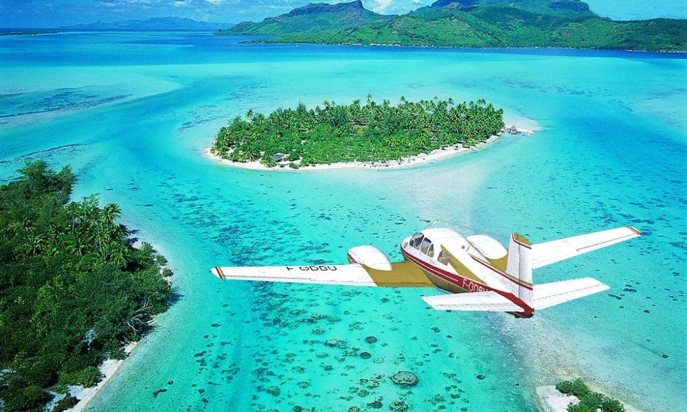 Un transfert entre deux îles (en avion ou bateau)