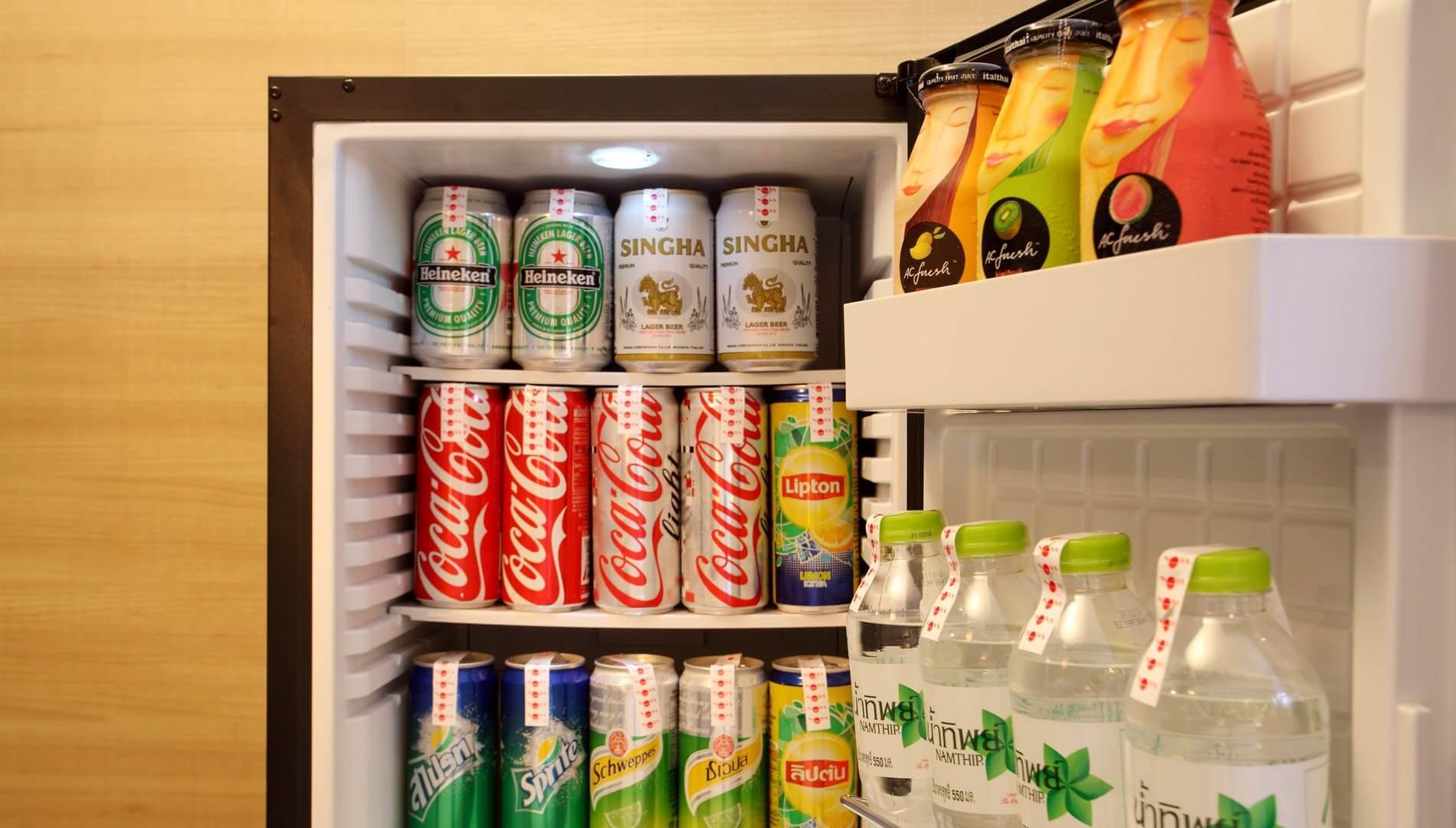 Une boisson ou un snack du minibar